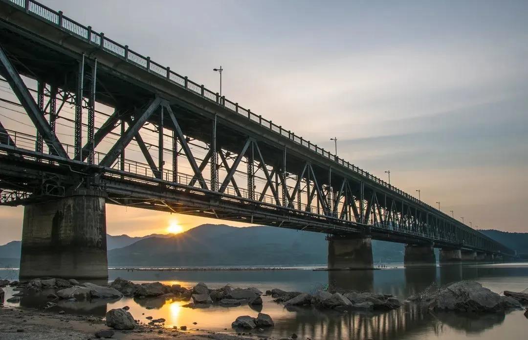 """12年遭受4次破坏!茅以升设计的这座桥,为何这么""""难"""""""